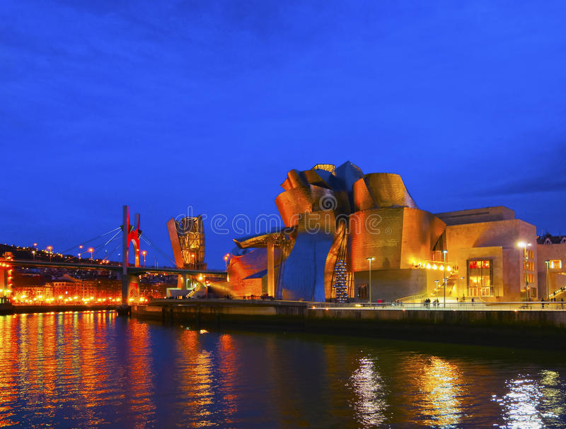 El museo de Guggenheim Bilbao foto de archivo