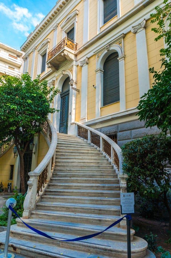 El museo numismático en Atenas es uno de los museos más importantes de Grecia y de las casas una de las colecciones más grandes d foto de archivo