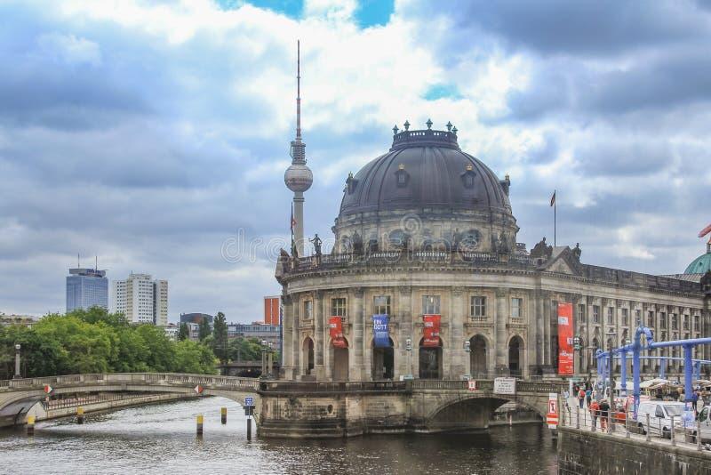 El museo presagiado situado en la isla de museo en Berlín, Alemania imagenes de archivo