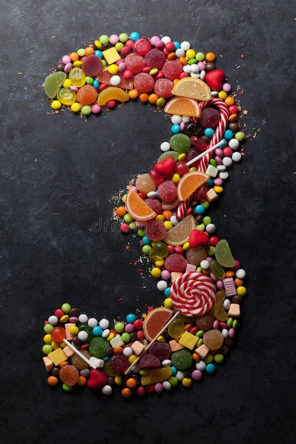El número tres hizo de los caramelos foto de archivo