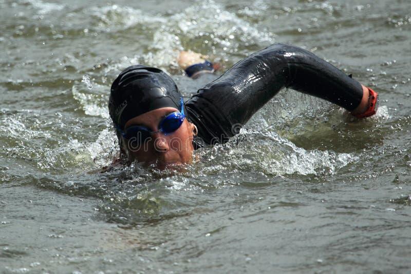 El nadar en el triathlon 2012 de Praga imagen de archivo