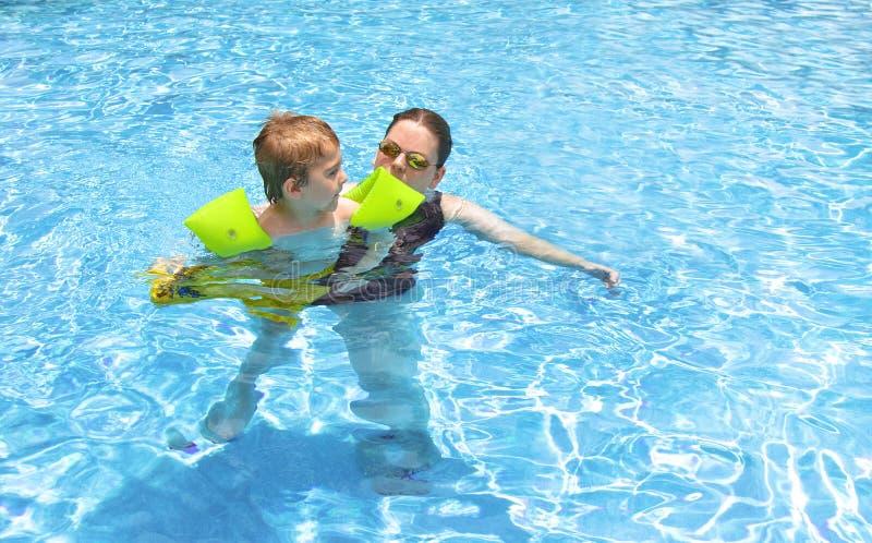 El nadar junto fotos de archivo libres de regalías