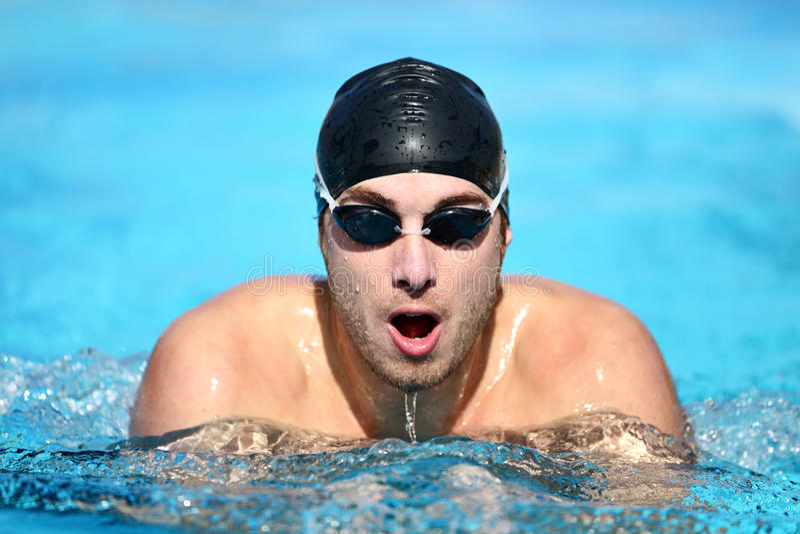 El nadar - nadador de sexo masculino foto de archivo libre de regalías