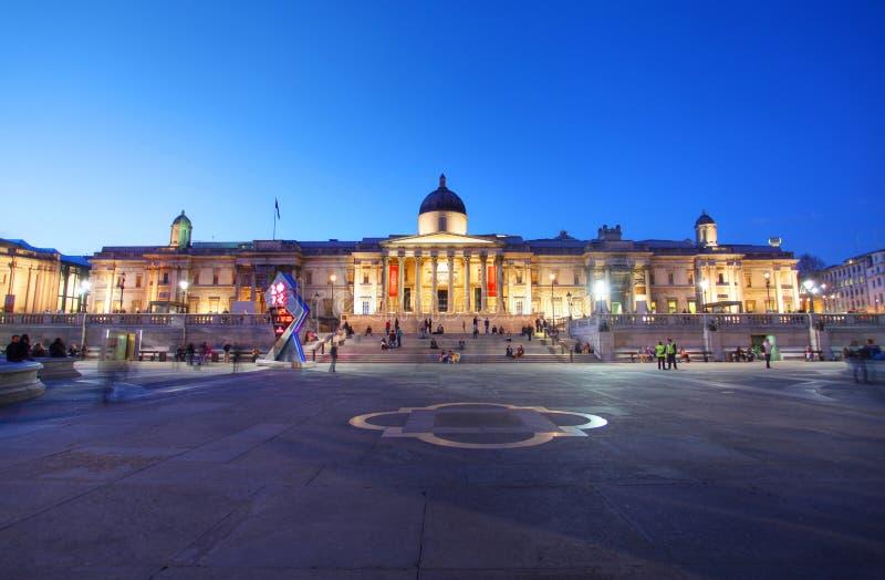 El National Gallery en el cuadrado de Trafalgar de Londres imágenes de archivo libres de regalías