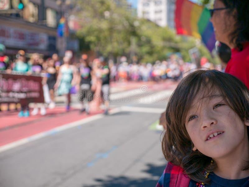 El niño admite al San 2017 Francisco Gay Pride Parade fotos de archivo libres de regalías