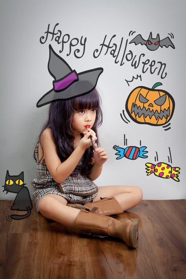 El niño compone la cara para el partido de Halloween imagenes de archivo