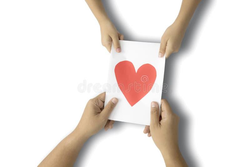 El niño da la tarjeta de felicitación del día de padres imagen de archivo libre de regalías