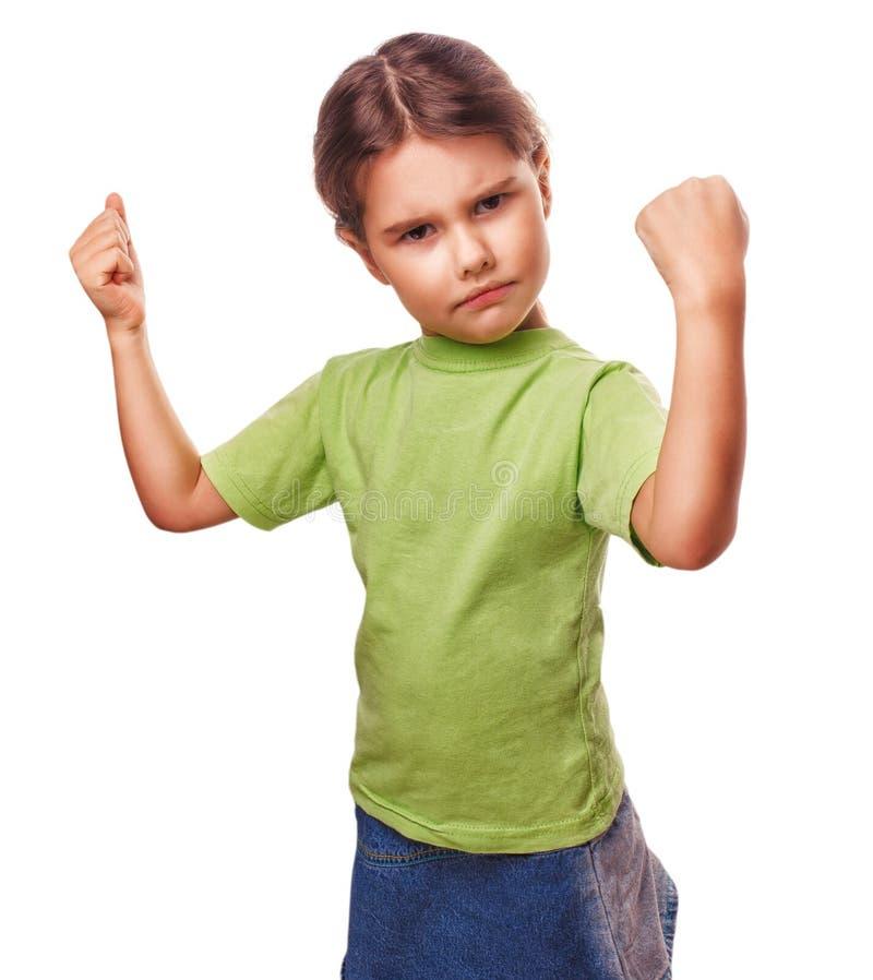 El niño femenino de la muchacha malvada enojada muestra los puños imagen de archivo