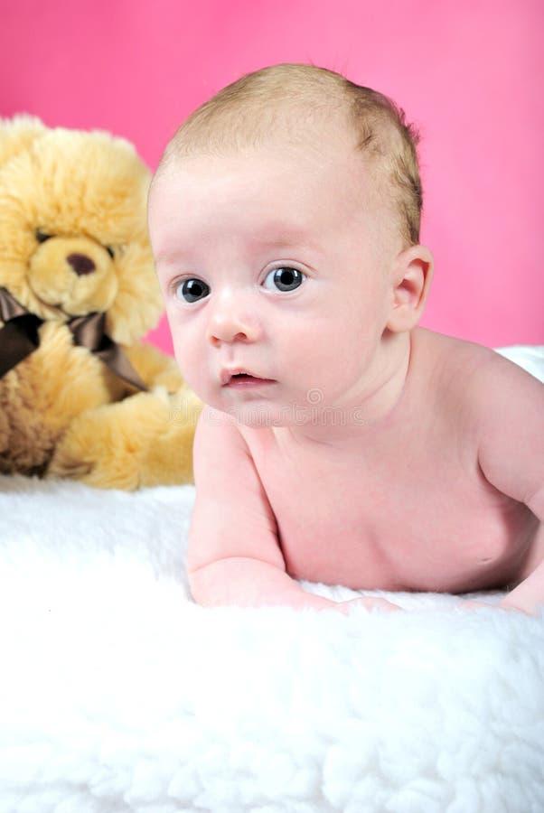 El niño pequeño con los ojos grandes imagen de archivo libre de regalías