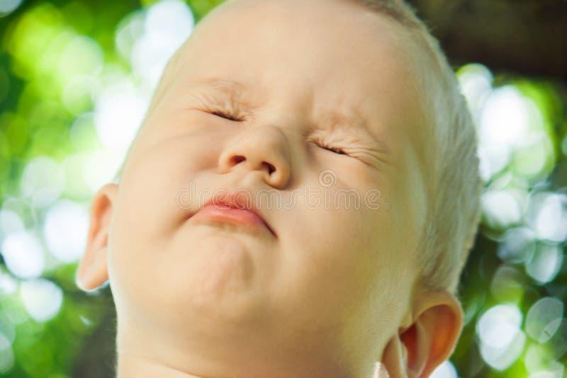 El niño rechaza cumplir con la petición imagen de archivo libre de regalías