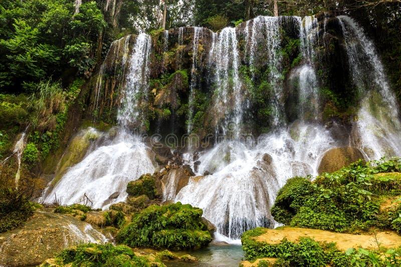 EL Nicho - cascades célèbres sur le Cuba images stock