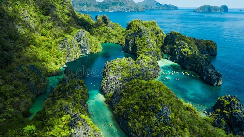 EL Nido, Palawan, die Philippinen Vogelperspektive der großen Lagune, der kleinen Lagune und der Kalksteinklippen lizenzfreie stockfotos