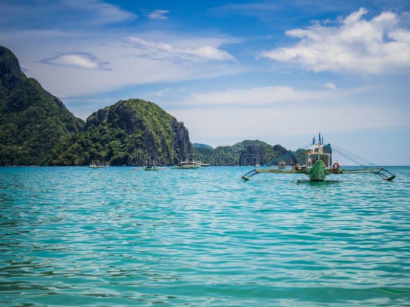 El Nido zatoka, Filipiny, z łodziami zdjęcie royalty free