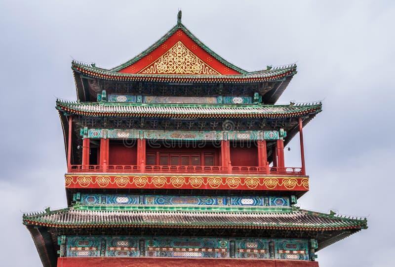 El nivel superior y el tejado del tambor se elevan, Pekín China imagenes de archivo