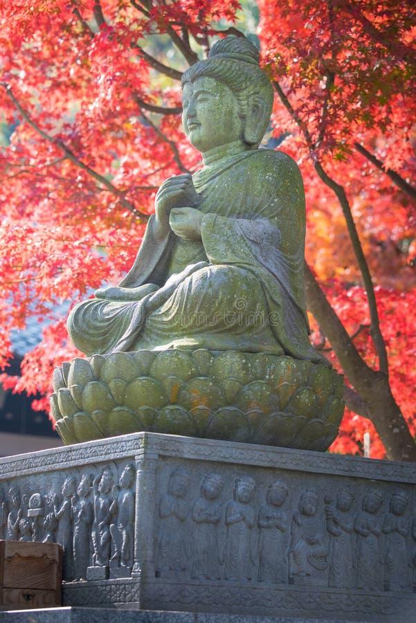 El nombre de la estatua de Buda es Taishakuten en el templo de Hasedera foto de archivo
