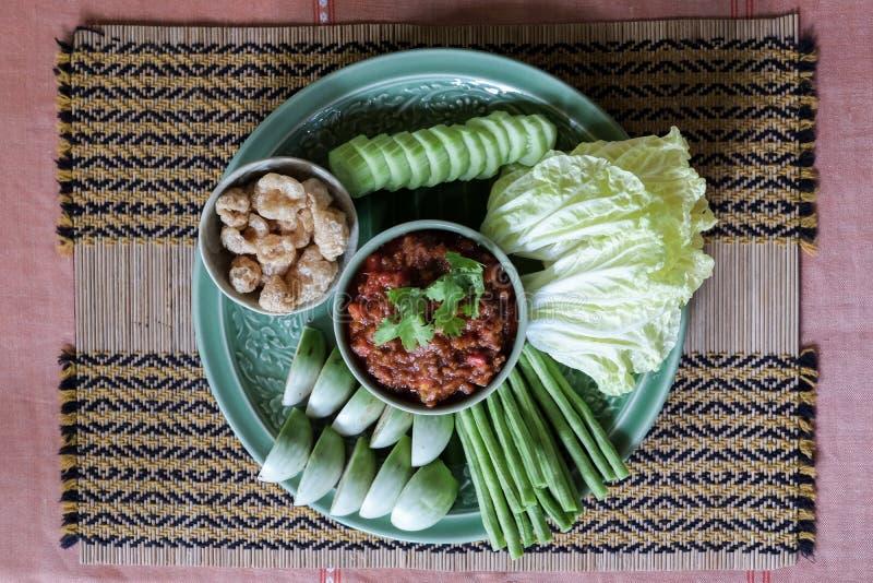 El nombre tailandés tailandés septentrional de la inmersión picante de la carne y del tomate es prik de Nam imagen de archivo libre de regalías