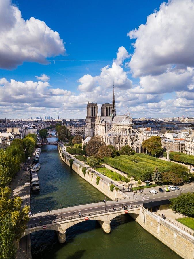 El Notre-Dame de Paris imagen de archivo