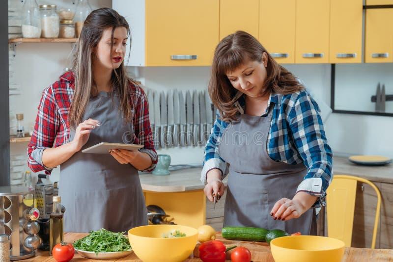 El nuevo dominar de la receta del curso culinario en línea imágenes de archivo libres de regalías