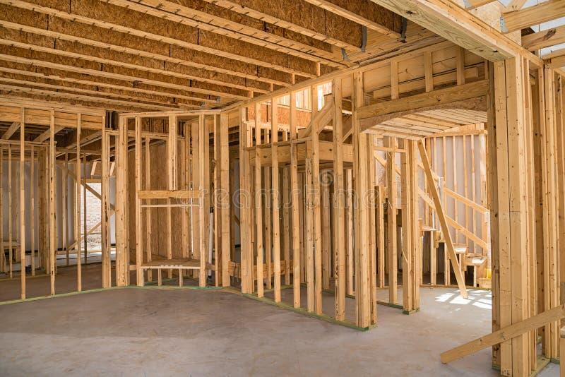 El nuevo enmarcar de la construcción residencial imagenes de archivo