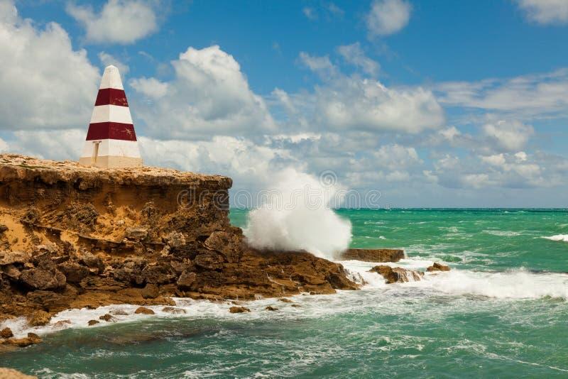 El obelisco icónico durante el día con los mares agitados en el traje del sur imagen de archivo libre de regalías