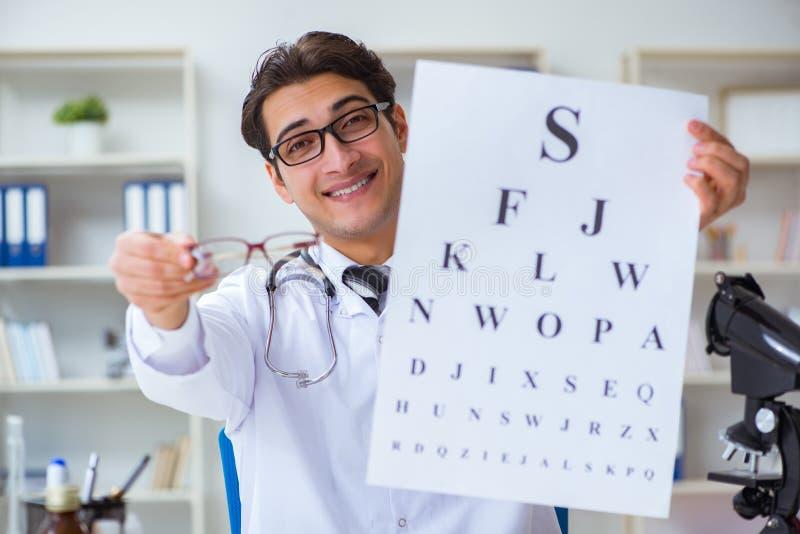 El oculista en concepto médico fotografía de archivo