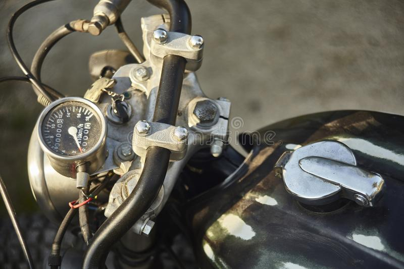 El odómetro de una motocicleta del vintage imagenes de archivo