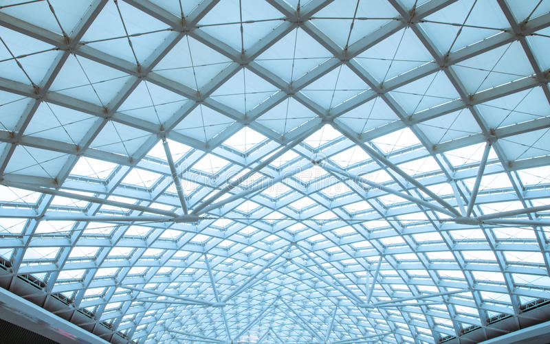 El organiz de acero de la construcción del tejado moderno de la estación fotografía de archivo libre de regalías