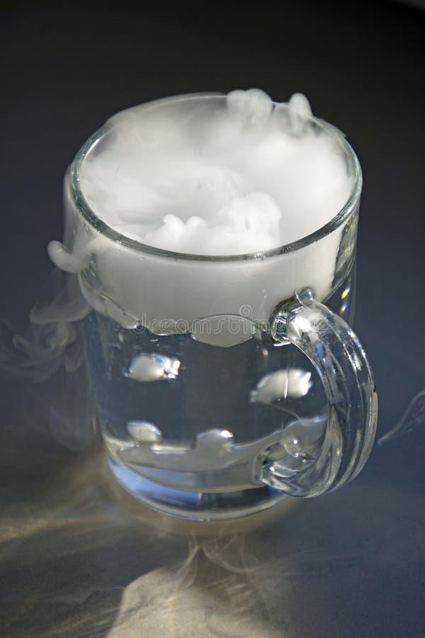 El origen de la tormenta en un vaso de agua foto de archivo libre de regalías
