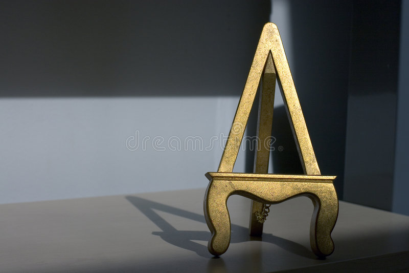 El oro doró la base - desplazamiento correcto imagen de archivo libre de regalías
