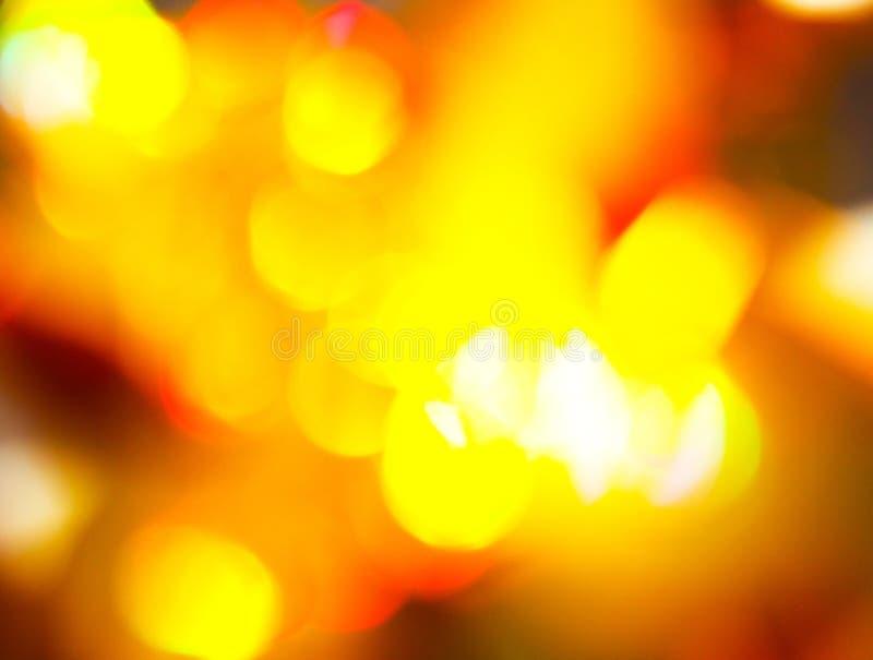 El oro se opone el brillo en el sol en fondo de la falta de definición fotos de archivo libres de regalías