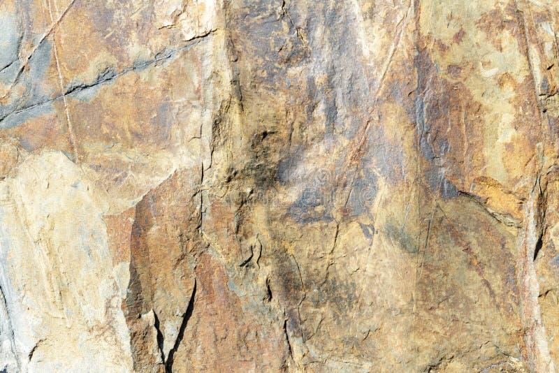 El oro y el rojo modelaron la pizarra natural con textura veteada fotos de archivo libres de regalías