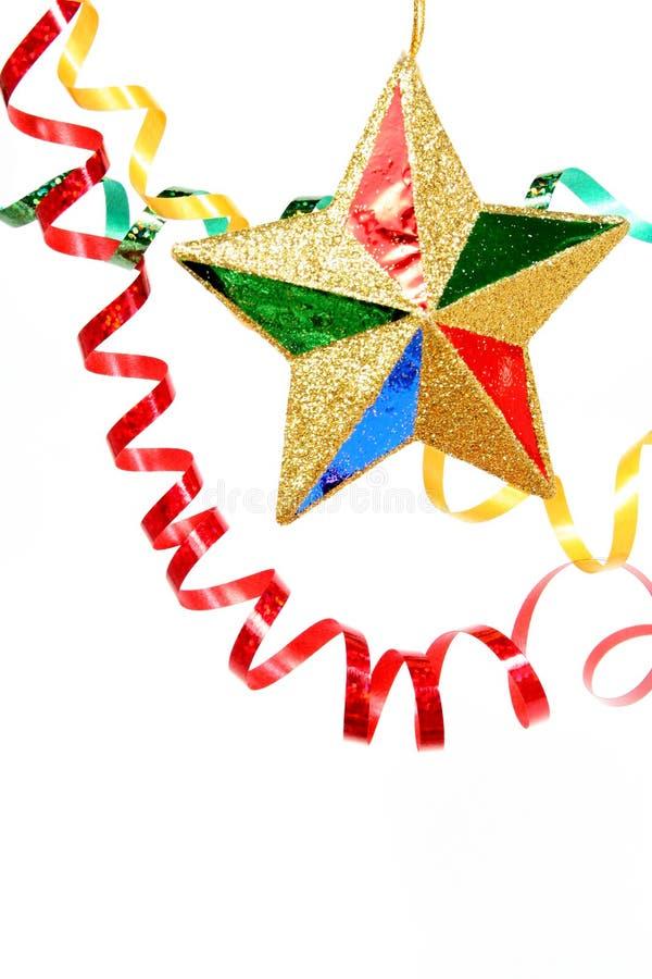 El oropel celebrador multicolor y la Navidad star en un blanco fotografía de archivo libre de regalías