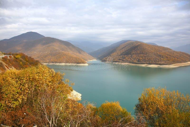 El otoño en la carretera militar georgiana en Tbilisi, Georgia foto de archivo libre de regalías