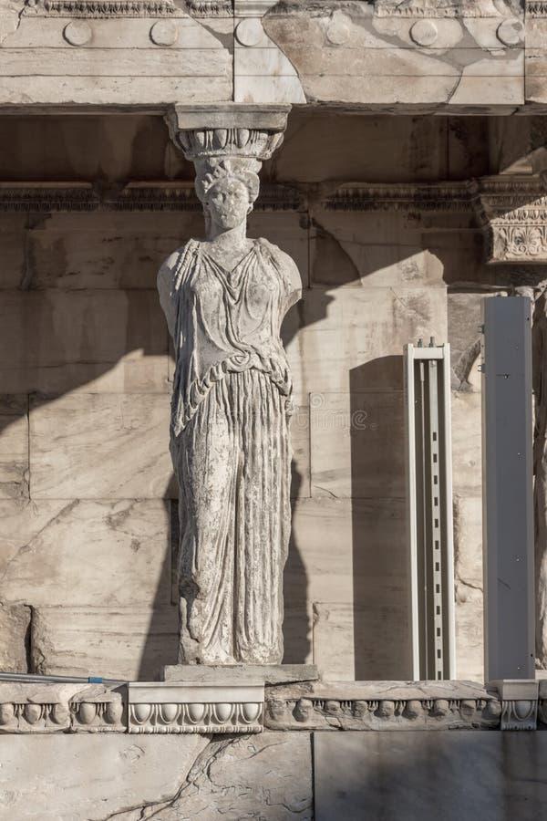 El pórtico de las cariátides en el Erechtheion un templo del griego clásico en el lado norte de la acrópolis de Atenas, Grecia imagen de archivo libre de regalías