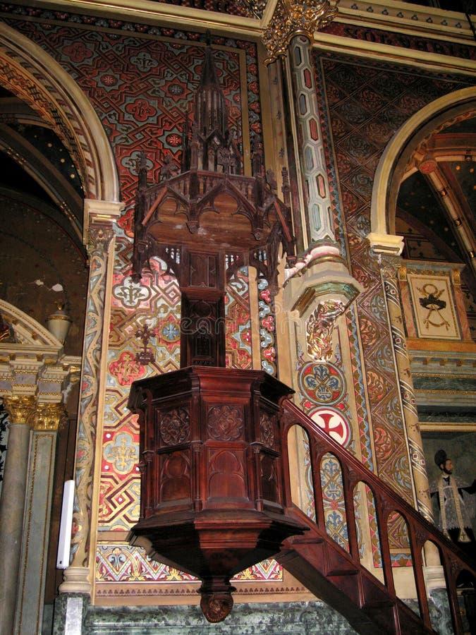 El púlpito de la iglesia de San Pedro en Teruel fotografía de archivo