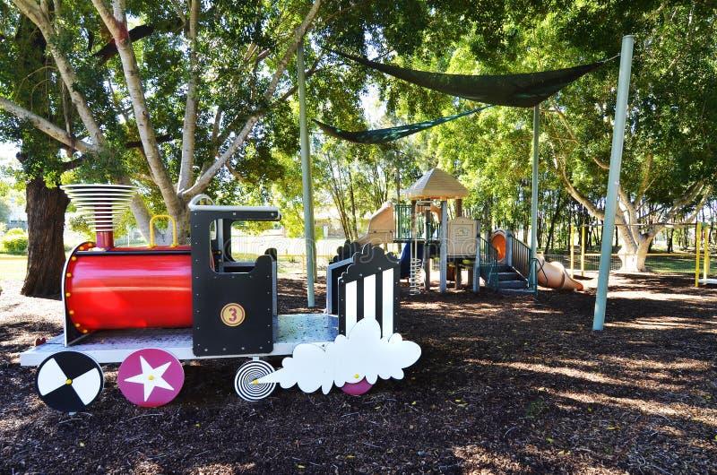 El país embroma el patio del parque para el palo de rosa de los niños, Australia imagenes de archivo
