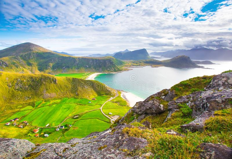 El paisaje asombroso de la primavera de lofoten las islas imagenes de archivo