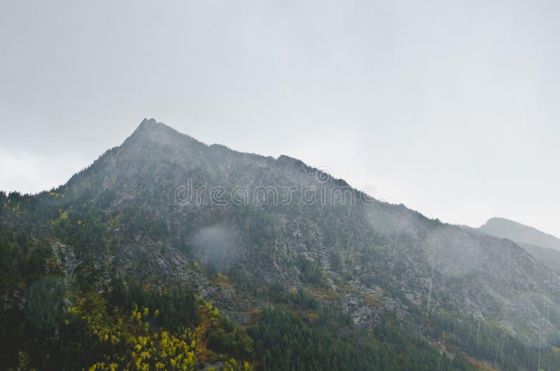 El paisaje cambiante en la lluvia en los mountiains de Utah fotografía de archivo