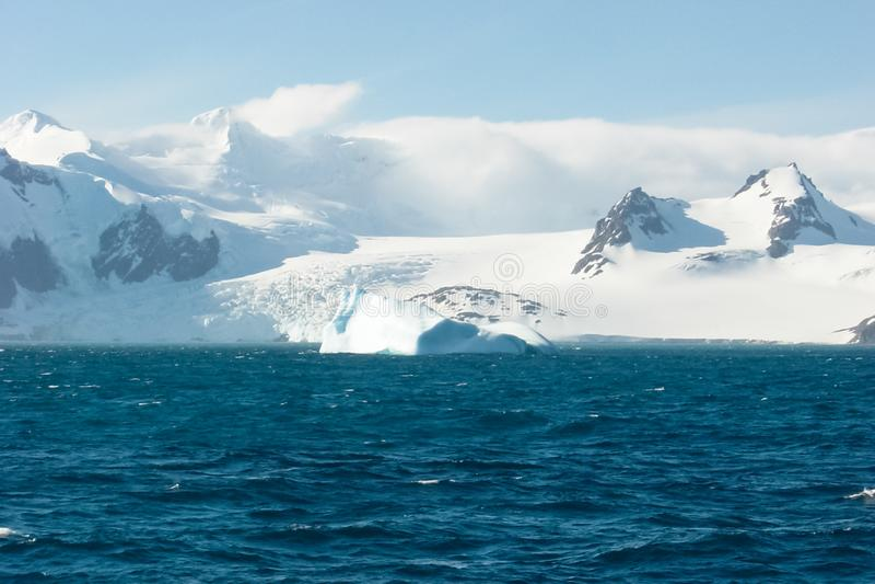 El paisaje de la costa de la Antártida imagen de archivo libre de regalías
