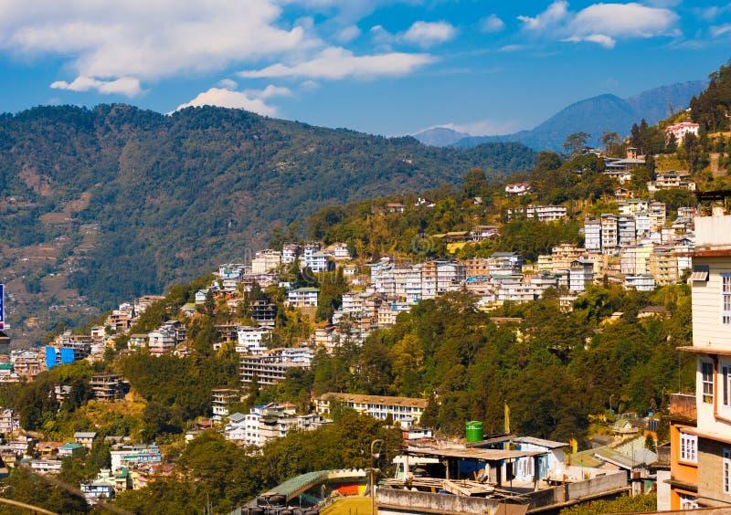 Estación de la colina del paisaje de la ladera de los edificios de Gangtok fotos de archivo libres de regalías