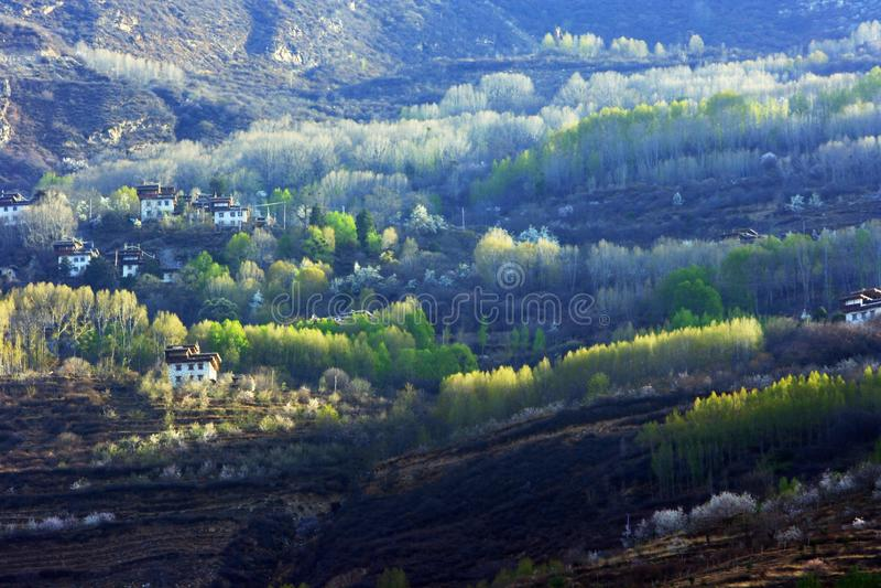 El paisaje de los pueblos del tibetano de Danba imágenes de archivo libres de regalías