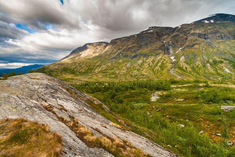 El paisaje del parque nacional noruego Jotunheimen imagenes de archivo