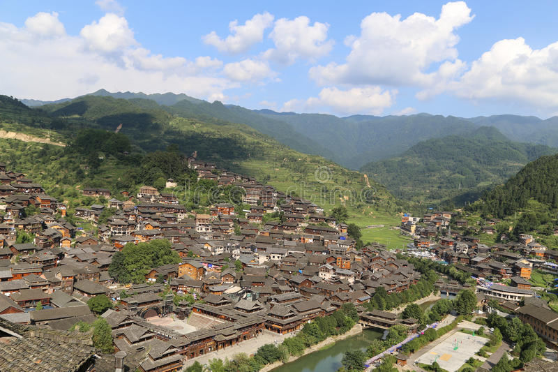 El paisaje en el pueblo del miao del xijiang, Guizhou, China imagen de archivo