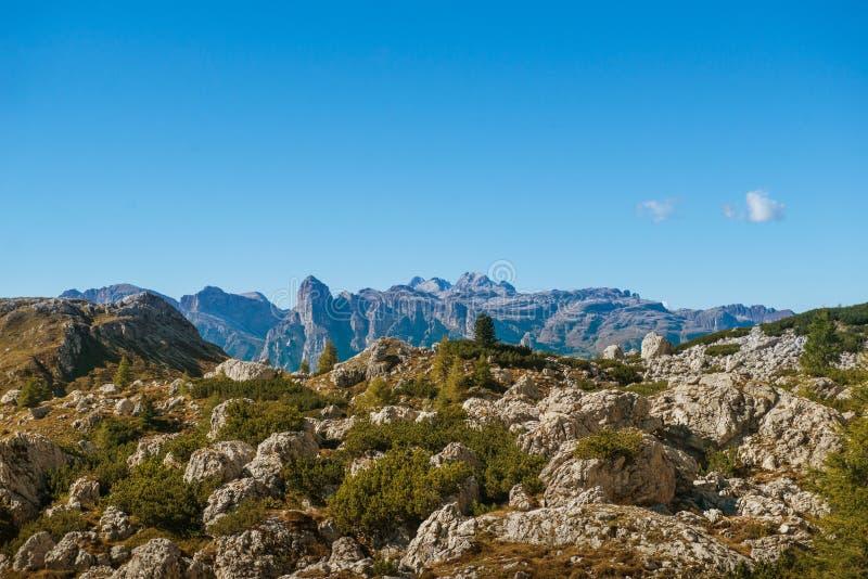 El paisaje hermoso del paisaje de italien las dolomías, lagazuoi del rifugio, dÂ'ampezzo de la cortina, falzarego del passo fotos de archivo libres de regalías