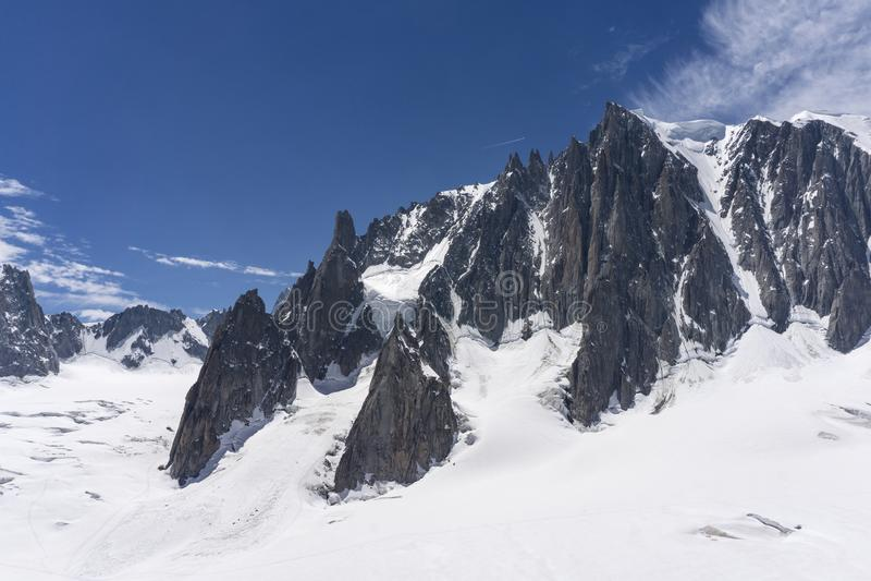 El paisaje majestuoso hermoso del macizo de Mont Blanc montan@as fotografía de archivo libre de regalías