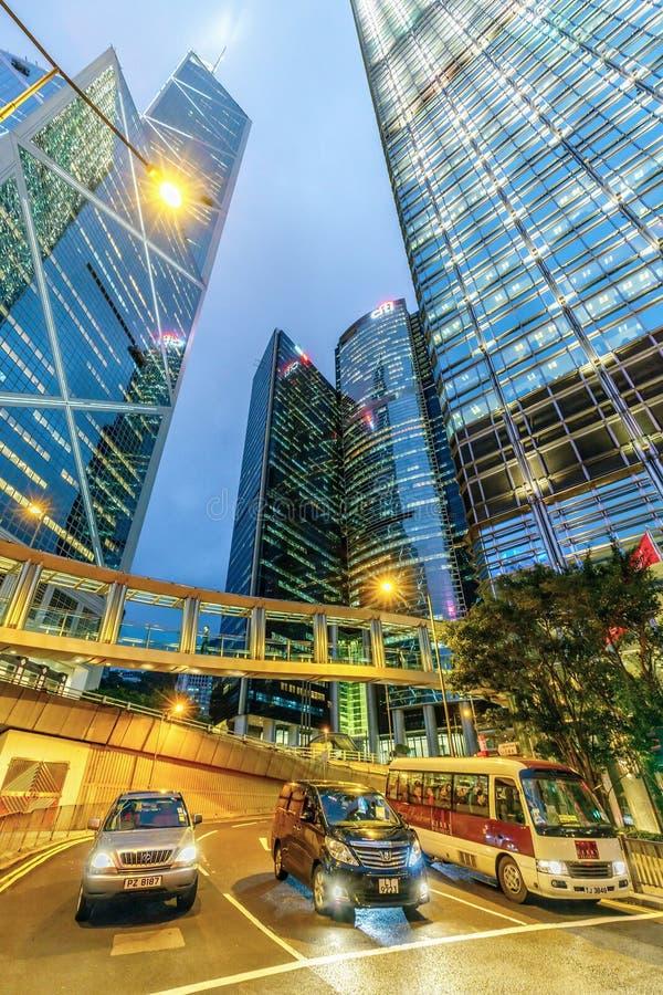 El paisaje urbano de la noche de Hong Kong de la región central con la torre, Citybank e ICBC del Banco de China se eleva, Cheung foto de archivo