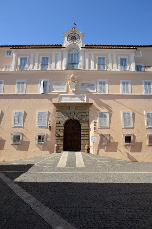 El palacio apostólico de las jefaturas de Castel Gandolfo de la papá imágenes de archivo libres de regalías