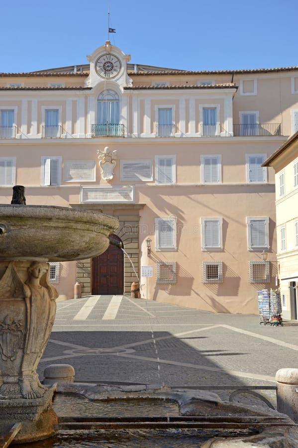El palacio apostólico de las jefaturas de Castel Gandolfo de la papá fotos de archivo libres de regalías