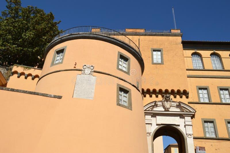 El palacio apostólico del hogar del día de fiesta de Castel Gandolfo del papa imagen de archivo