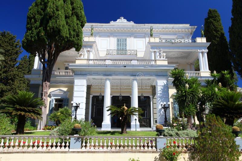 El palacio de Achilleion en Corfú, Grecia imagenes de archivo